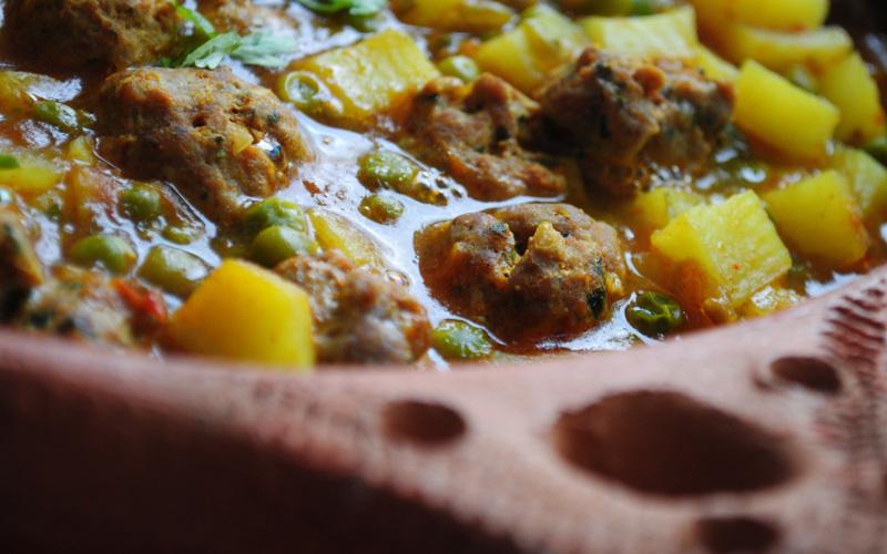 Boulettes de kefta aux fèves et pommes de terre