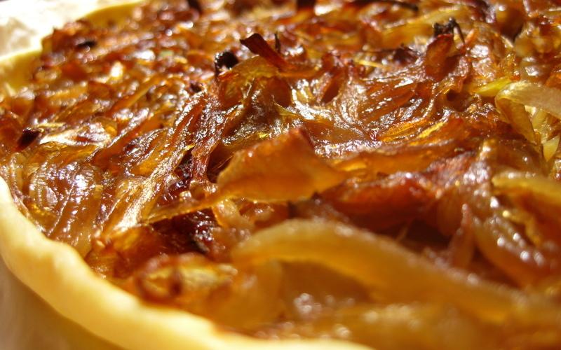 tarte aux oignons rouges confits recette de tarte aux. Black Bedroom Furniture Sets. Home Design Ideas