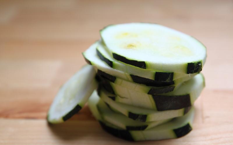 Salade de courgettes aux noisettes